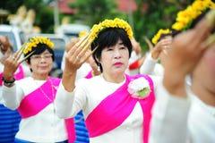 CHIANG MAI, TAILANDIA - 3 LUGLIO: Festival della Tailandia per donare soldi al tempio per buddismo di pubblicazione Immagine Stock Libera da Diritti