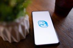 CHIANG MAI, TAILANDIA - marzo 24,2019: Miscela 3 di Xiaomi MI con i apps dello skype Skype fa parte di Microsoft, pu? fare le vid immagini stock libere da diritti