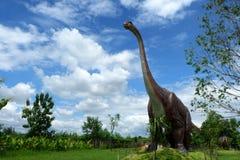 Chiang Mai, Tailandia - 20/08/2017: Modello del dinosauro al parco nascosto del villaggio in Chiang Mai, Tailandia Immagini Stock
