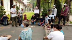 Chiang Mai, Tailandia - 2019-03-15 - piccoli colloqui di protesta dell'attivista di clima nel cerchio stock footage