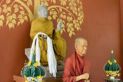 Chiang Mai, Tailandia statua della cera del 27 maggio 2018 dei monaci come sacra fotografia stock