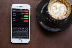 CHIANG MAI TAJLANDIA, KWIECIEŃ, - 22, 2015: iPhone 6 z zastosowaniem Zdjęcia Stock