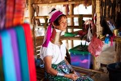 Chiang Mai Tajlandia, KWIECIEŃ, - 22, 2015: Wioska necked kobiety Hilltribe wioski Zdjęcia Stock