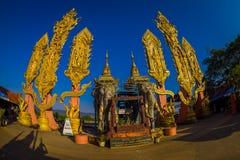 CHIANG MAI TAJLANDIA, LUTY, - 01, 2018: Piękny plenerowy widok niezidentyfikowani ludzie hinduska Duża słoń statua przy Obrazy Stock