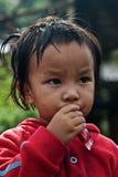 CHIANG MAI TAJLANDIA, PAŹDZIERNIK - 23: niezidentyfikowani dzieci jedzą sna Fotografia Stock