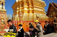 Chiang Mai, TH: Worswhippers at Wat Doi Suthep Royalty Free Stock Images