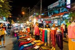 Chiang Mai, Thaïlande - 1er janvier 2018 : Touristes voyageant la nuit Images stock