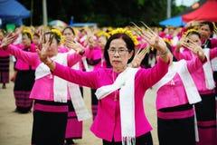 CHIANG MAI, THAÏLANDE - 3 JUILLET : Festival de la Thaïlande pour donner l'argent au temple pour le bouddhisme de édition Photo libre de droits