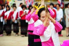 CHIANG MAI, THAÏLANDE - 3 JUILLET : Festival de la Thaïlande pour donner l'argent au temple pour le bouddhisme de édition Image libre de droits
