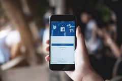 CHIANG MAI, THAÏLANDE - 30 JUILLET 2017 : Nouvel écran de login Facebook Image libre de droits