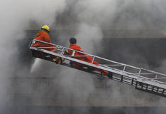 CHIANG MAI, THAÏLANDE 17 MAI : Le feu dans les entrepôts - le feu de crochet dedans Image libre de droits