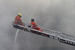 CHIANG MAI, THAÏLANDE 17 MAI : Le feu dans les entrepôts - le feu de crochet dedans Photo libre de droits
