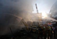 CHIANG MAI, THAÏLANDE 17 MAI : Le feu dans les entrepôts - le feu de crochet dedans Photos libres de droits