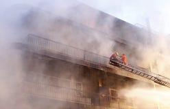 CHIANG MAI, THAÏLANDE 17 MAI : Le feu dans les entrepôts - le feu de crochet dedans Photos stock