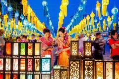 CHIANG MAI, THAÏLANDE - 12 NOVEMBRE 2008 : Deco coloré de lanternes Photos stock