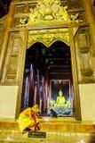 CHIANG MAI, THAÏLANDE - 12 NOVEMBRE 2008 : Une petite lumière de moine Image stock