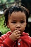 CHIANG MAI THAÏLANDE - 23 OCTOBRE : les enfants non identifiés mangent la SNA Image stock