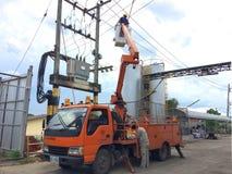 Chiang Mai, Thaïlande 31/3/2018 réparation de courant électrique élisent dessus Photos stock