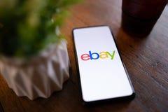CHIANG MAI, THA?LANDE - mars 24,2019 : Téléphone portable du mélange 3 de Xiaomi MI avec des applis d'eBay sur l'écran eBay est u image stock