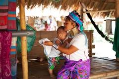 Chiang Mai, Thailand - 22. April 2015: Das Dorf von langhalsigen Frauen Hilltribe-Dörfer lizenzfreie stockfotos