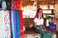 Chiang Mai, Thailand - 22. April 2015: Das Dorf von langhalsigen Frauen Hilltribe-Dörfer stockfotos