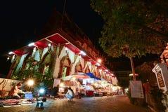 CHIANG MAI, Thailand-20 April, 2015: De dorpsbewoners verkopen handmadePhan- hun tempel Stock Fotografie