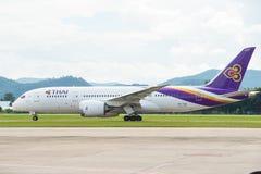 Chiang Mai, Thailand - 21. August 2014: Ausrichtung Thai Airways International-Boeing 787-8 HS-TQA Taxi, zum sich bei Chiang Mai  Lizenzfreie Stockbilder