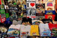 Chiang Mai Thailand: Färgglada utslagsplatsskjortor Arkivbild