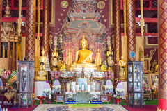 Chiang Mai Thailand - Februari 17 2015: Budda statyer på Wat Chiang Arkivfoton