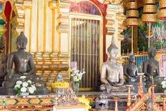 Chiang Mai Thailand - Februari 17 2015: Budda statyer på Wat Chiang Arkivbilder