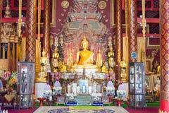 Chiang Mai, Thailand - 17 februari 2015: Buddastandbeelden in Wat Chiang Stock Foto's