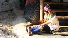 Chiang Mai Thailand-Februari 13, 2017: Den vuxna kvinnan från kullestammen lång-halsen karen kallade sig som Kayan arkivfilmer