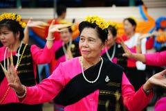 CHIANG MAI, THAILAND - 3. JULI: Thailand-Festival für das Spenden des Geldes zum Tempel für Verlags- Buddhismus lizenzfreies stockfoto