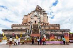 Chiang Mai Thailand June 13 identifierade folklönvördnad till en Buddha Arkivfoto