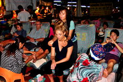 Chiang Mai, Thailand: Leute, die Fuß-Massage erhalten lizenzfreies stockbild