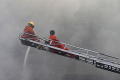 CHIANG MAI, THAILAND AM 17. MAI: Feuer in den Lagern - Fangfeuer herein Lizenzfreies Stockfoto