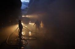 CHIANG MAI, THAILAND AM 17. MAI: Feuer in den Lagern - Fangfeuer herein Lizenzfreie Stockbilder