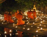 CHIANG MAI, THAILAND - 20. MAI: Thailändische buddhistische Mönche meditieren mit Lizenzfreies Stockbild