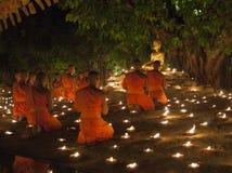 CHIANG MAI, THAILAND - 20. MAI: Thailändische buddhistische Mönche meditieren mit Lizenzfreie Stockfotografie
