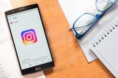 CHIANG MAI THAILAND - MAJ 11, 2016: LG G4 med skärmdumpen av den nya Instagram applikationen Royaltyfri Foto