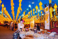 CHIANG MAI THAILAND - NOVEMBER 12, 2008: Färgrik lyktadeco Arkivfoton