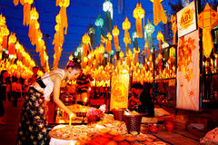 CHIANG MAI, THAILAND - NOVEMBER 12, 2008: Kleurrijke lantaarnsdeco Stock Afbeeldingen