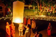 CHIANG MAI THAILAND - NOVEMBER 12, 2008: Lite munk och sänka Arkivbild