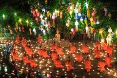 CHIANG MAI THAILAND-NOVEMBER 17: Loy Krathong festival på Wat Pan Tao Royaltyfria Foton