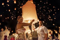 Couples releasing lanterns in the sky during Yi Peng festival, Thailand Royalty Free Stock Images