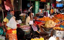 Chiang Mai Thailand: Warowot mat marknadsför Arkivbild