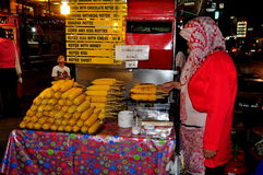 Chiang Mai, Thailand: Woman Selling Grilled Corn Royalty Free Stock Photography