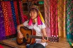 Chiang Mai, village Long-étranglé de tribu de la Thaïlande Image libre de droits
