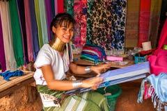 Chiang Mai, village Long-étranglé de tribu de la Thaïlande Photographie stock