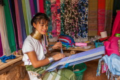 Chiang Mai, village Long-étranglé de tribu de la Thaïlande Photographie stock libre de droits